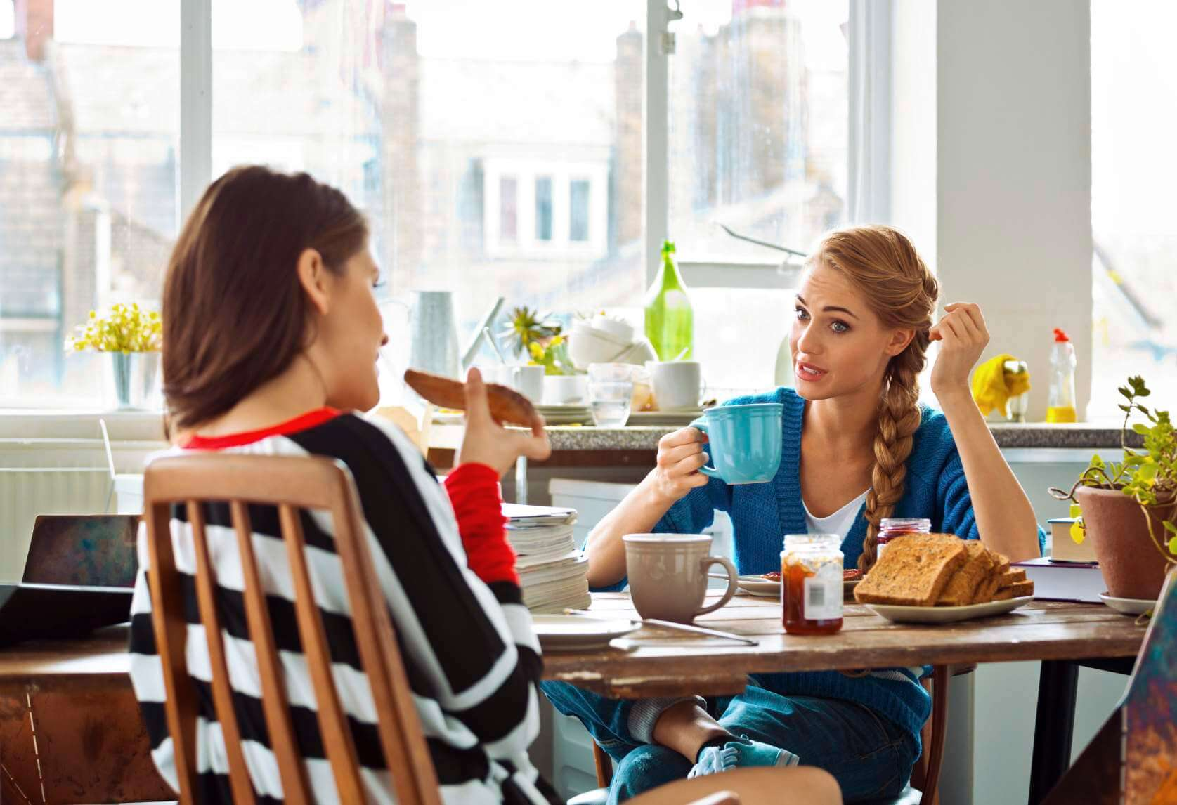7 Signs of a Bad Roommate Relationship